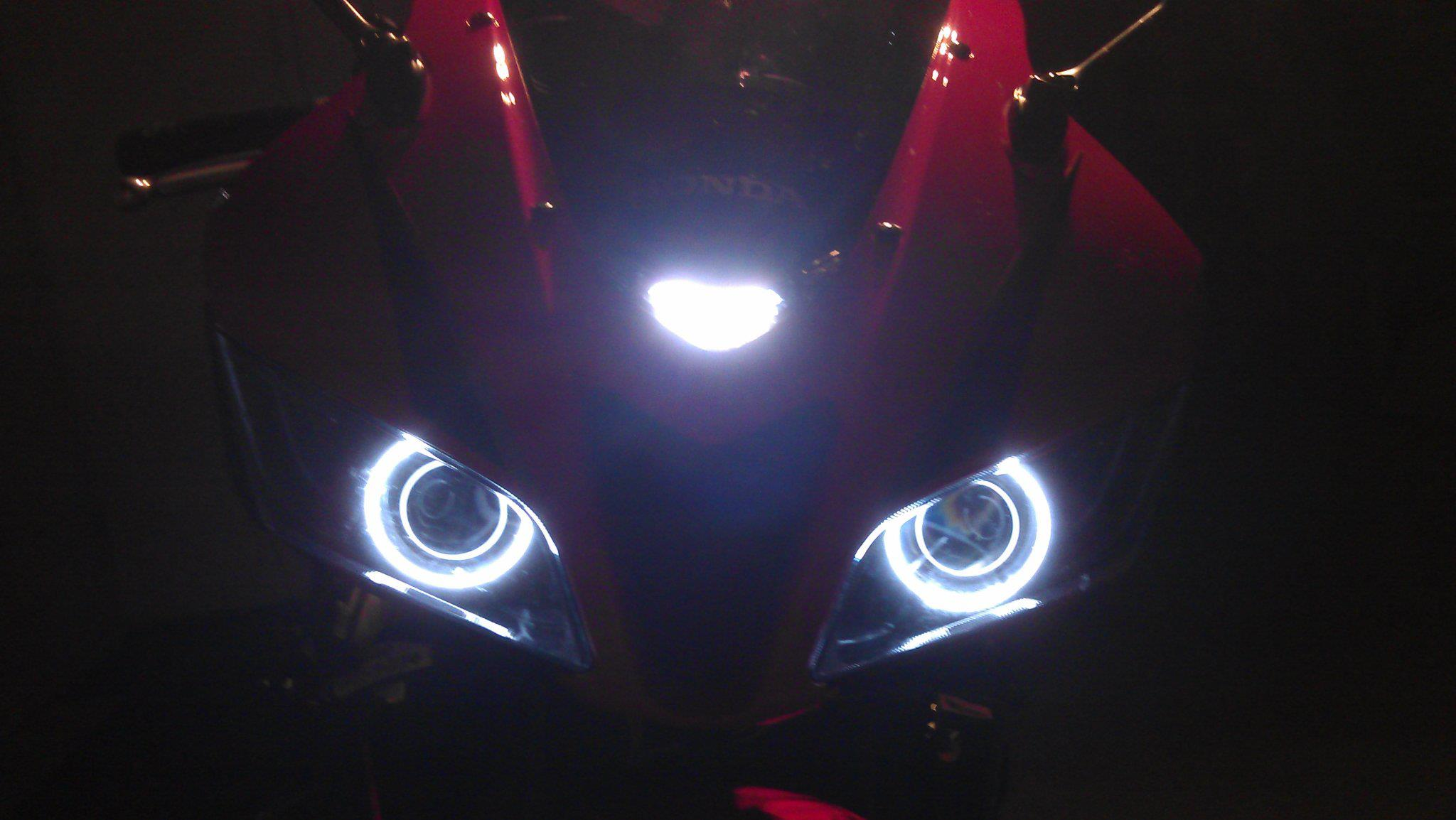 Honda CBR600RR Bi-xenon retrofit